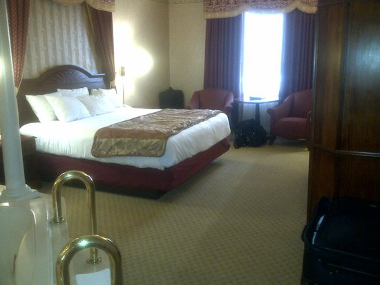 Tunica Roadhouse Casino & Hotel:                                                       Tunica Roadhouse King Room