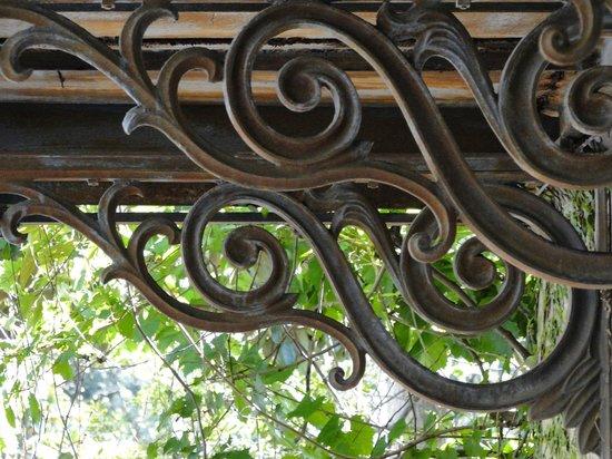 Grits & Magnolias Walking Tours:                   Architectural details