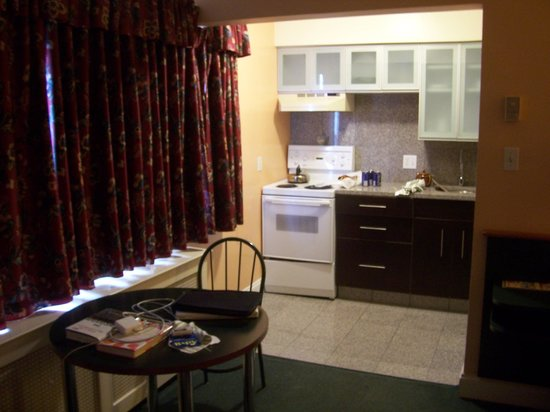 Helm's Inn:                   Kitchenette in our suite