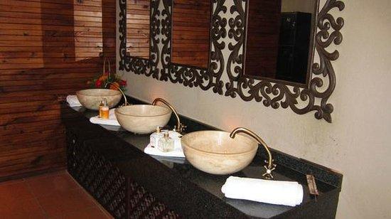 Mangwanani Spa @ Zevenwacht Winery :                   the washrooms