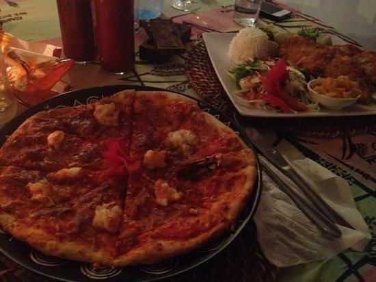 Kilima Kidogo Bar & Restaurant:                                     spicy prawn pizza
