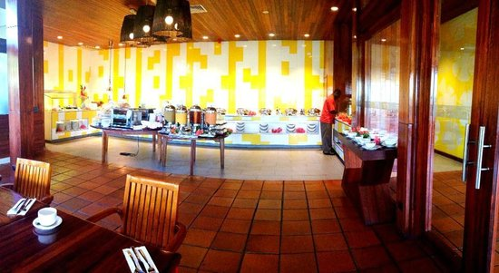 Holiday Inn Resort Vanuatu:                   Yummy breakfast buffet