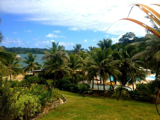 Holiday Inn Resort Vanuatu:                   Lush tropical garden