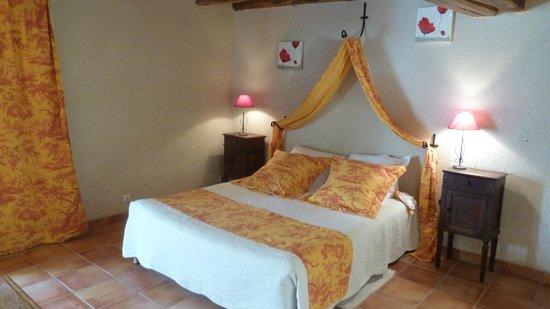 Chez Mireille et Serge : Notre chambre la Grange