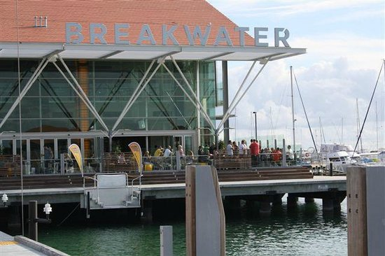 Sorrento Beach Bed & Breakfast: Breakwater Tavern at Marina
