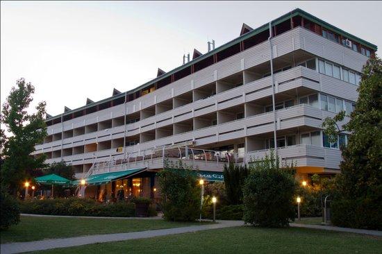 馬里納港酒店