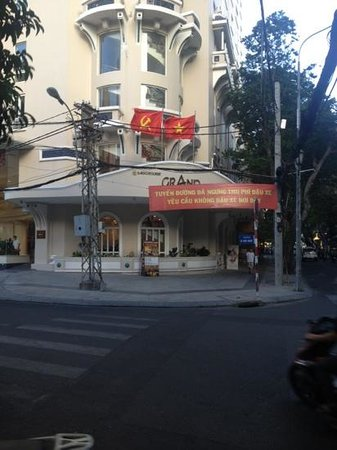 Grand Hotel Saigon:                   corner entrance