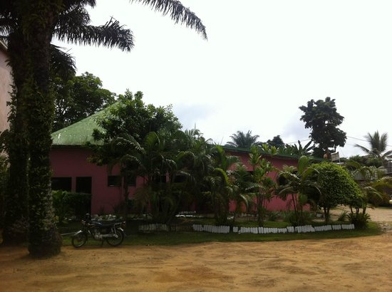 Hôtel des Anges :                   l'hôtel rose
