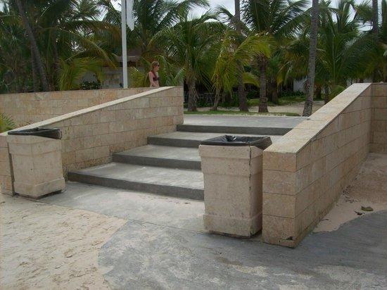 IFA Villas Bavaro Resort & Spa: marche qui va a la plage