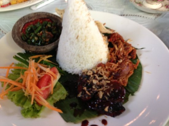 Indischetafel:                   One of the Indonesia rice dishes