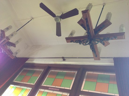 Indischetafel:                   The ceiling with old fans