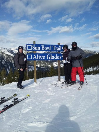 """Panorama Mountain :                   Stopping for a photo near the """"Alive Glades"""""""