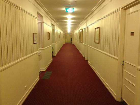 RedEarth Hotel:                   Passage to rooms
