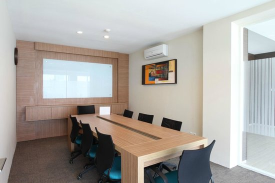 Avissa Suites: Meeting Room