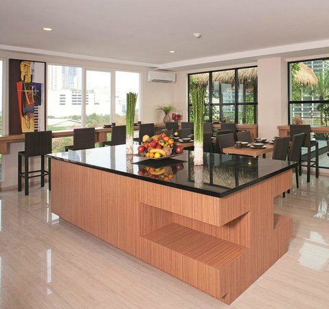 Avissa Suites: Restaurant