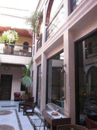 Riad Dar Anika: Lobby & Dining
