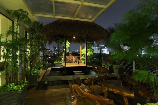 Avissa Suites: Gazebo at Night