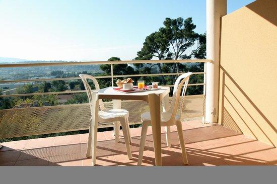 L'Inter-Hôtel Côté Sud Allauch: Vue d'une terrasse d'une chambre confort