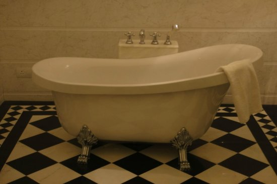 Vivaana:                   The Bath Tub in the Superior/ Basic Room