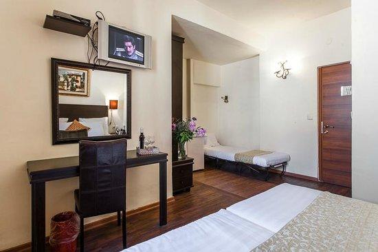 بيت صغير في رحافيا: double room with an extra cot for a child