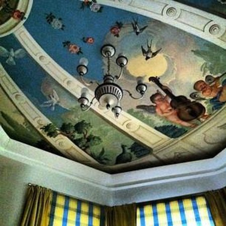 Hotel Bergschlössl:                   Decke der Turmsuite