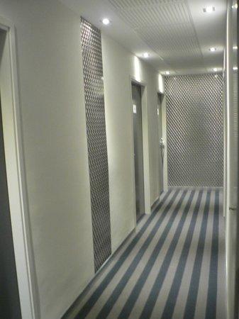 Brit Hotel Marbella: Nouveaux couloirs