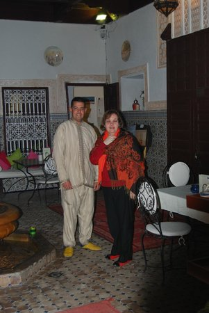 Riad les Oliviers:                   Carole Chanbi und ein sehr netter Angestellter
