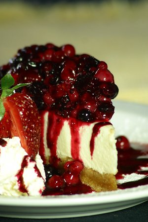 The Froize Freehouse Restaurant: Summer fruit cheesecake.