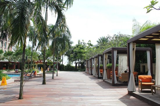 Resorts World Sentosa - Festive Hotel:                   cabanas in a row