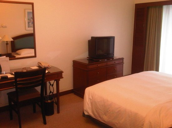 Ambassador Row Hotel Suites by Lanson Place:                   Bedroom