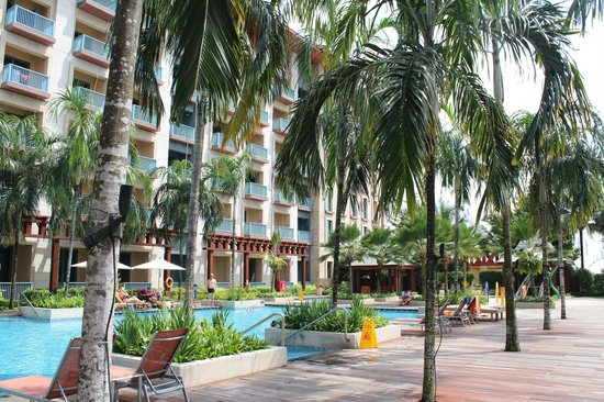 Resorts World Sentosa - Festive Hotel:                   pool area