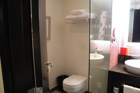 Resorts World Sentosa - Festive Hotel:                   toilet area