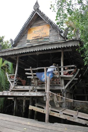 Bodhi Villa:                   Bar facing the river