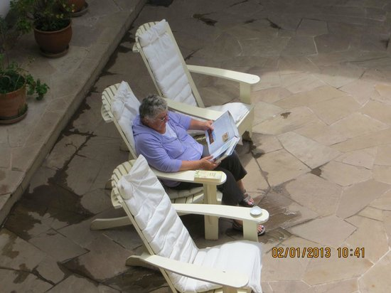 Ninos Hotel Fierro:                                     Relaxing in the court yard