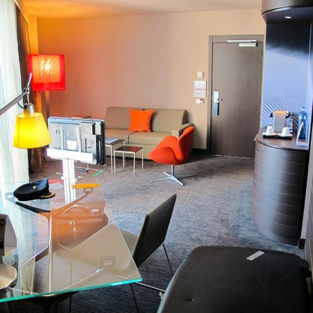 Novotel Barcelona City: Great little suite