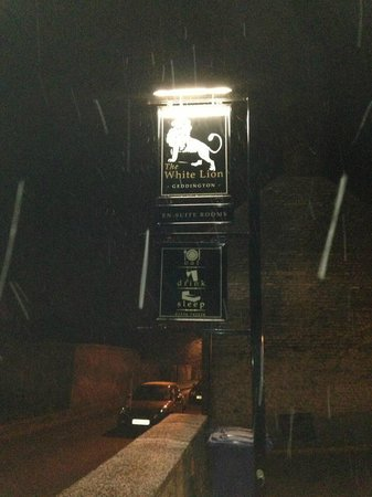 The White Lion:                   Hotel