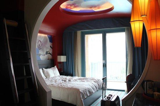 Resorts World Sentosa - Festive Hotel:                   nice bedroom
