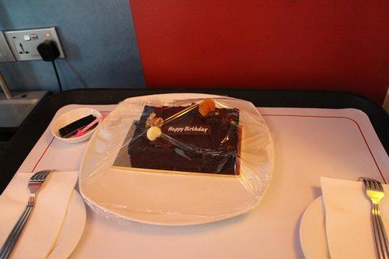Resorts World Sentosa - Festive Hotel:                   complimentary bday cake