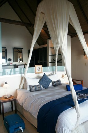 Royal Davui Island Resort:                   Bura 3, bedroom & bathroom
