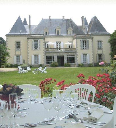 Saint-Denis-la-Chevasse, Francia: Façade XVIII du chateau