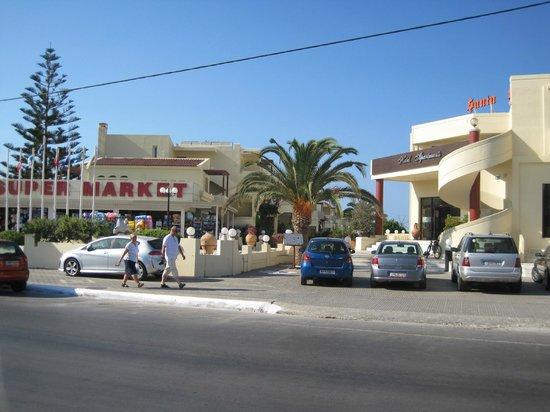 Santa Helena Village: Entrada al Hotel