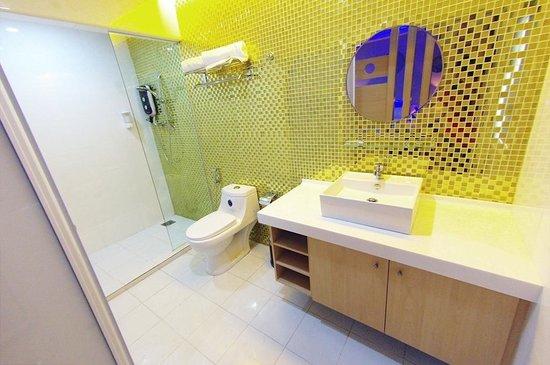 D'Hotel: Deluxe Suite Bathroom