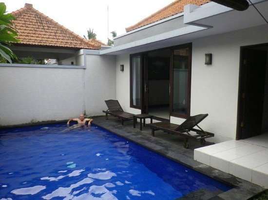 Evita Villa:                   Private pool