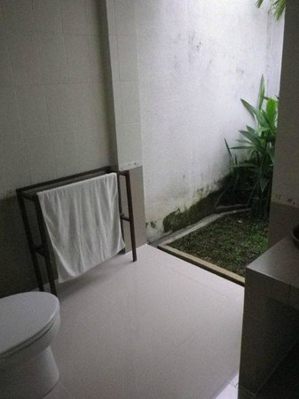 Evita Villa:                   Bathroom