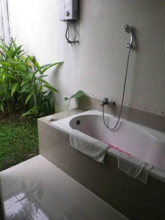 Evita Villa:                   Outdoor bathtub