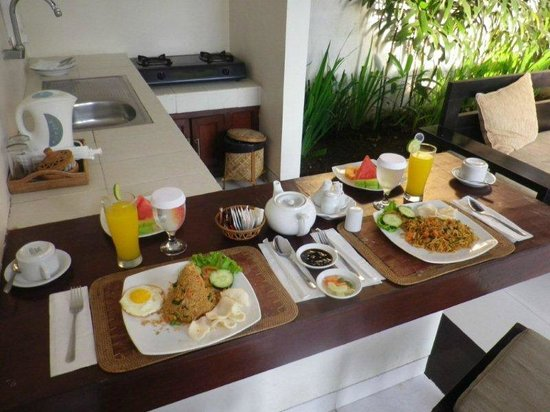 Evita Villa:                   Breakfast in our villa