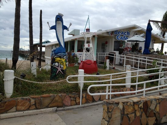 Angler's: Front of Anglins Beach Cafe