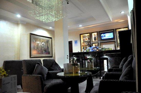 Chelsea Hotel: Bar - Wuse 2