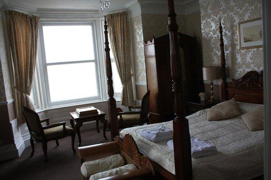 The Manor Hotel:                   habitacion con vistas al mar