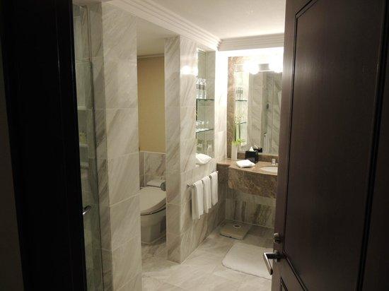 Regent Taipei:                   トイレ&お風呂